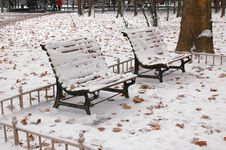 Free Park Bench In Snow Royalty Free Stock Images - 4022309