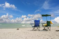 Free White Beach Chairs Royalty Free Stock Photos - 4029508