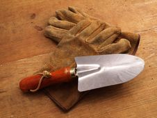 Free Work Gloves On Wood With Hand Tool 2 Stock Images - 4029634