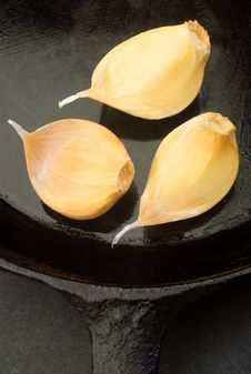 Free Cloves Of Garlic Royalty Free Stock Image - 4034716