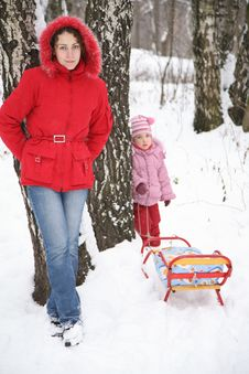 Free Mother And Child Stand In Park At Winter Royalty Free Stock Image - 4038716