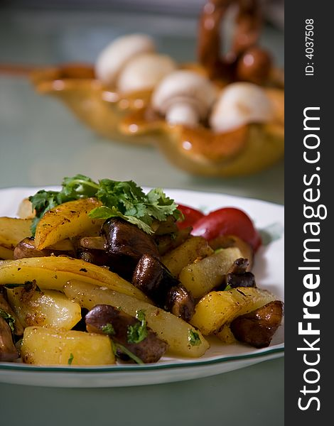 Fried Potatoes with Mushrooms