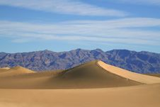 Free Sand Dunes & Mountains 2 Royalty Free Stock Image - 4041286