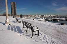 Free Empty Snowy Bench In Chicago Royalty Free Stock Photos - 4042708