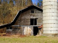 Free The Old Barn Royalty Free Stock Image - 4054696