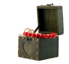 Free Wood Casket With Jewelry Royalty Free Stock Image - 4059616