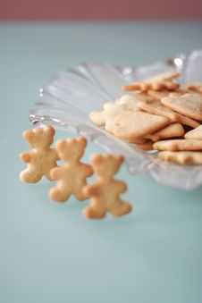 Free Cookies In The Form Of Three Bears Royalty Free Stock Photos - 4061128