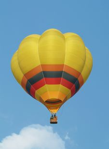 Free Yellow Hot-air Balloon Royalty Free Stock Image - 4062076