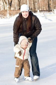 Free Mother And Child On The Rink Royalty Free Stock Photos - 4062398