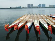 Free Dragon Boats And Buildings Stock Photography - 4066332