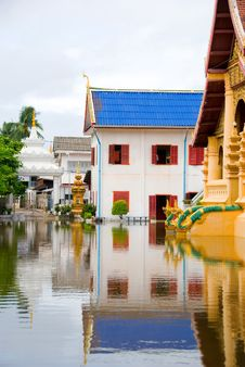 Free Flooded Buddhist Temple Stock Images - 4068254