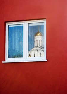Free Reflection In The Window Of The Church Royalty Free Stock Images - 40691889