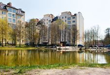 Free New Apartment Houses Near The Lake Royalty Free Stock Image - 40691906