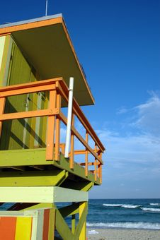 Free Partial View Of Green And Yellow Lifeguard Tower Stock Images - 4074534