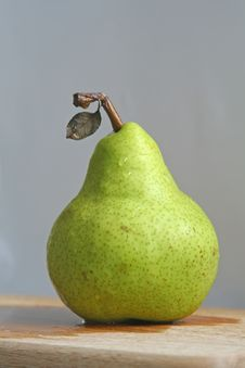 Free Solitary Pear Stock Images - 4076594