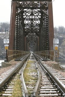 Free Railroad Bridge Royalty Free Stock Photo - 4082055