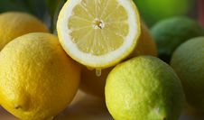Free Lemon Half Royalty Free Stock Image - 4082066