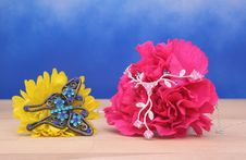 Free Jewelry And Flowers Royalty Free Stock Photography - 4082247