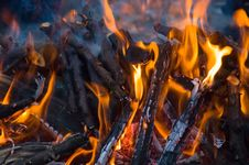 Free Burning Embers Fireplace Royalty Free Stock Images - 4084789