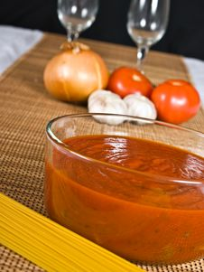 Free Spaghetti Sauce & Ingredients Royalty Free Stock Image - 4084896