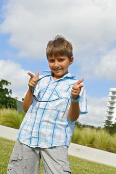 Free Kid Pointing Fingers Royalty Free Stock Photography - 4088477