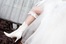 Free A Sexy Leg Of The Bride In A White Boot Royalty Free Stock Photo - 4088505