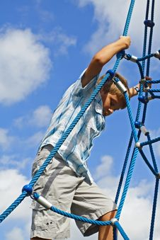 Free Kid Climbing Ropes Stock Image - 4089141