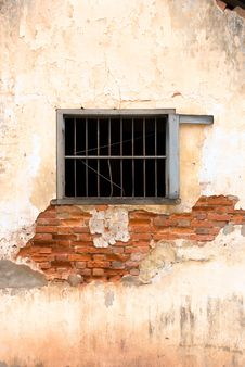 Free Building With Window And Decayed Wall Royalty Free Stock Photo - 4093375