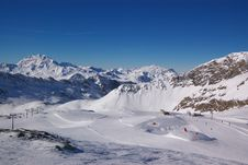 Free Ski Resort Winter View Stock Images - 4096154