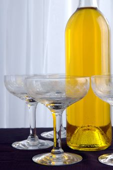 Free Wine Glasses Royalty Free Stock Images - 415249