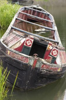 Free Sinking Narrow Boat Royalty Free Stock Photo - 416245
