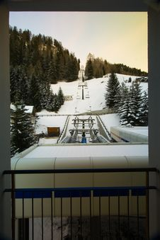 Free Hotel Chairlift In Snow Royalty Free Stock Image - 4103456