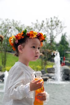 Free Lovely Child With A Coronet Of Flowers Stock Image - 4104791