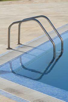 Free Swimming Pool Royalty Free Stock Image - 4111596
