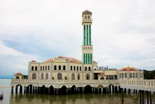 Free Floating Mosque Royalty Free Stock Photo - 4112415