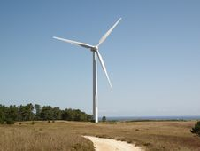 Free Wind Power Generator Royalty Free Stock Image - 4112836