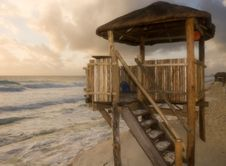 Free Lifeguard Stand At Dawn Stock Photography - 4115092