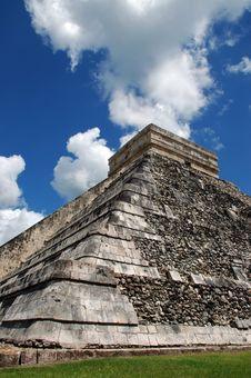 Free View Of Ancient Mayan Pyramid Royalty Free Stock Photo - 4116185