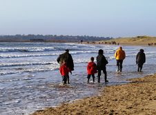 Free Family Beach Walk Royalty Free Stock Images - 4117829