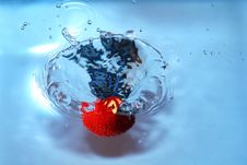 Free Strawberry And Water Royalty Free Stock Photography - 4125437