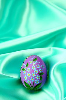 Free Easter Egg - Lila On Turquoise Stock Photography - 4136512