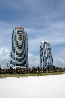 Free South Beach High Rise Condominiums Royalty Free Stock Images - 4141499