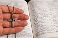 Free Bible And Cross Stock Photos - 4146003