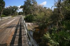 Free Wooden Bridge Over FL Creek Royalty Free Stock Image - 4149086