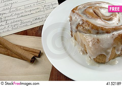 Free Cinnamon Roll With Recipe Royalty Free Stock Images - 4152189