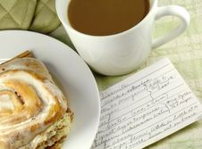 Free Cinnamon Roll With Coffee Royalty Free Stock Image - 4152196