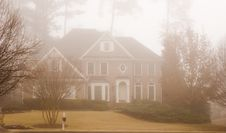 Free House In Fog Royalty Free Stock Images - 4159539