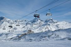 Free Chair Lift On Ski Resort Royalty Free Stock Photo - 4161705