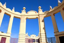 Free Liberty Arch On Blue Sky Royalty Free Stock Photography - 4161787