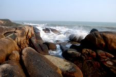 Free Round Boulders By The Sea Stock Photography - 4162462